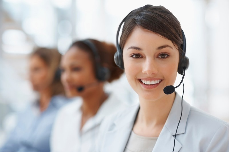 smiling-call-center-woman-000012107877